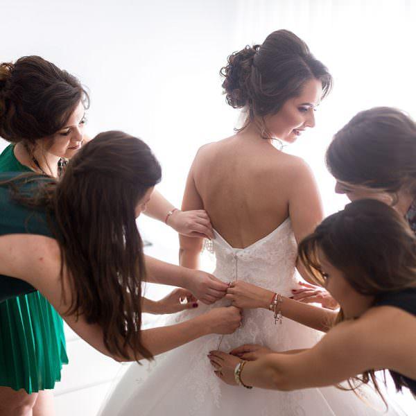 Gatitul miresei: vechi obicei de nunta. Ce semnificatie sacra are?