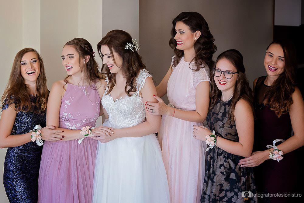 Fotografie cu mireasa si domnisoarele de onoare