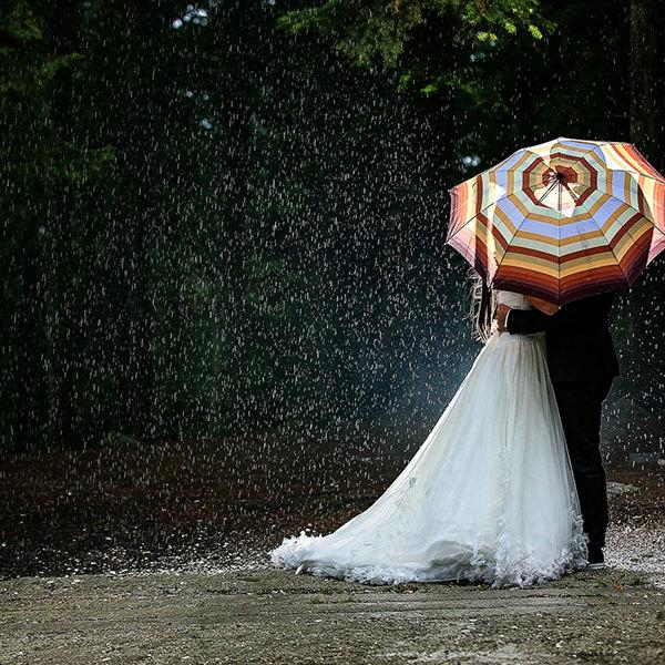 Fotografie de nunta in ploaie. Nu lasa ploaia sa iti strice nunta! Cum sa profiti de acest fenomen la maximum