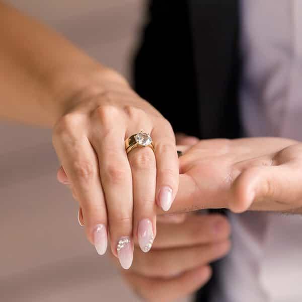 Unghii de nunta. Cum sa ai cele mai frumoase unghii pentru nunta ta